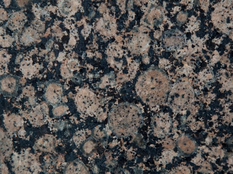 Granit-baltic brown